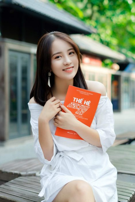 Gallery - Vietnamese model picture - beautiful girl with a crooked tooth and sunshine smile (3)