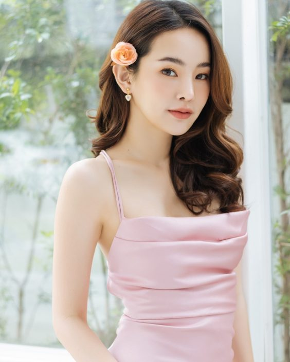 Beauty Thailand Pantipa Arunwattanachai attract glances from the photo album Stay Gorgeous
