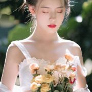 Chinese model - Welcome sunshine with fairy of flowers