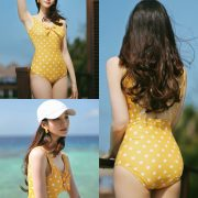 Korean fashion model Jeong Hee - Everyone once a monokini