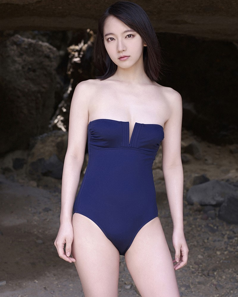 Image-Japanese-Actress-And-Model-Riho-Yoshioka-Pure-Beauty-Of-Sea-Goddess-TruePic.net