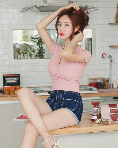 Image-Korean-Fashion-Model-Hyemi-Korean-Outfits-Fashion-TruePic.net