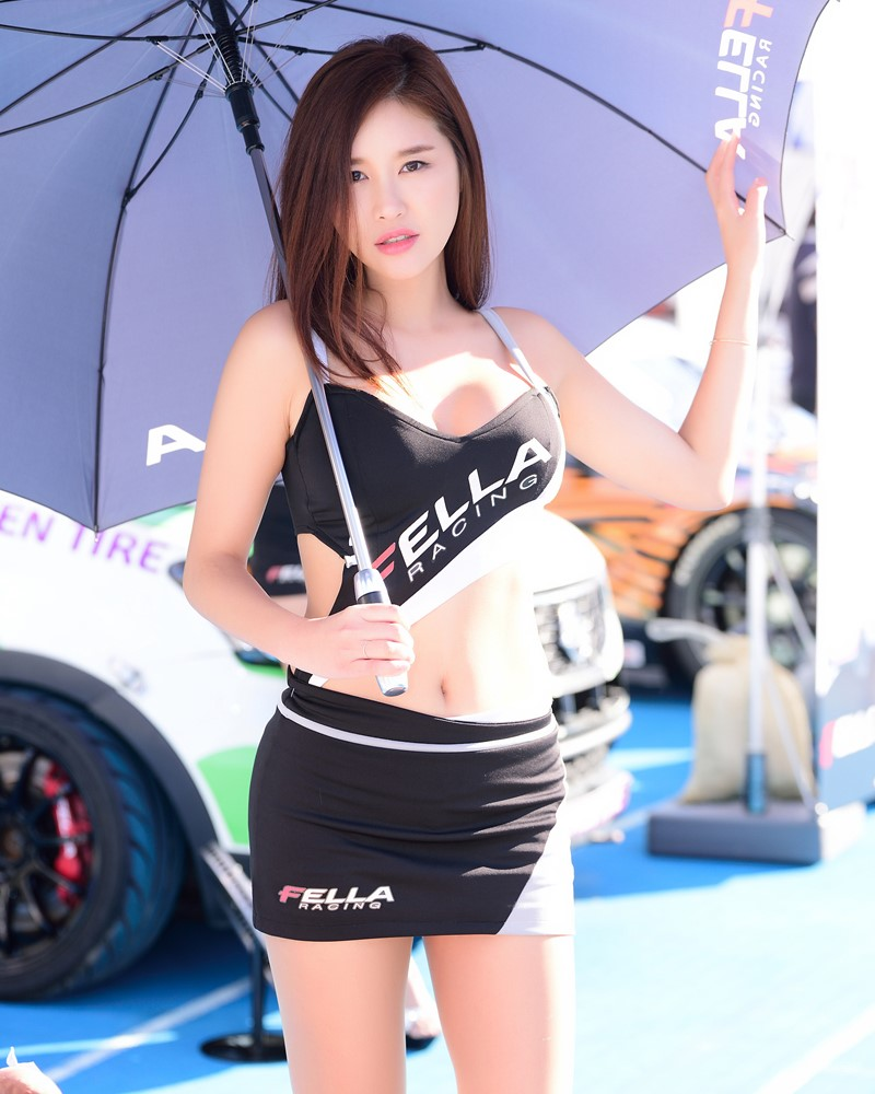 Image-Korean-Racing-Model-Cheon-Se-Ra-At-Incheon-Korea-Tuning-Festival-TruePic.net