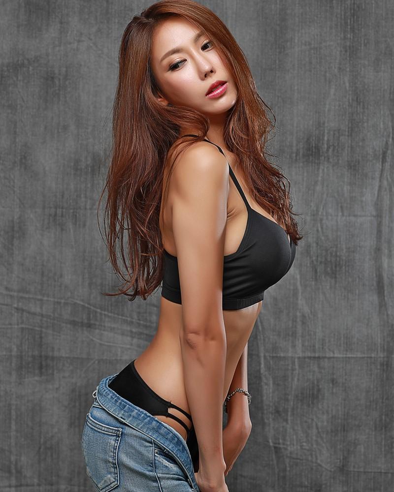 Image-Korean-model-Choi-Ye-Rok-Back-Lingerie-and-Jean-TruePic.net