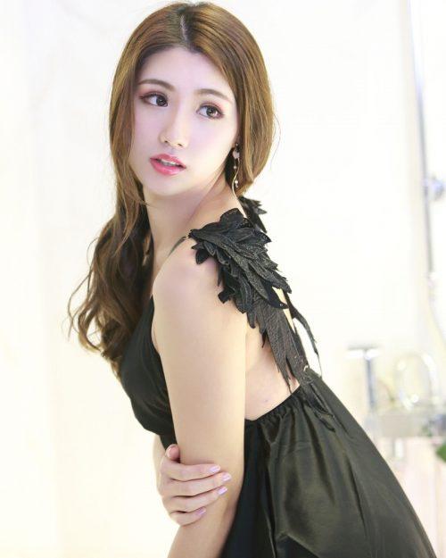 Image-Taiwanese-Model–張倫甄–Charming-Girl-With-Black-Sleep-Dress-TruePic.net