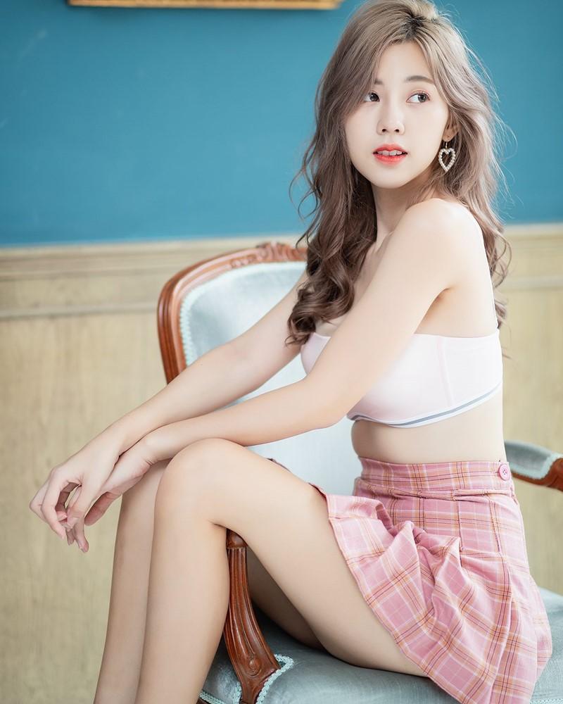 Image-Thailand-Hot-Girl-Nilawan-Iamchuasawad-So-Beautiful-With-White-Bra-and-Miniskirt-TruePic.net