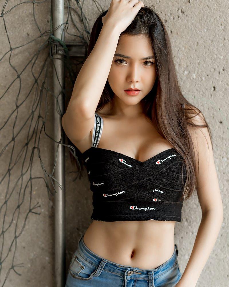 Image-Thailand-Model-Phitchamol-Srijantanet-Black-Crop-Top-and-Jean-TruePic.net