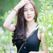 Image-Thailand-Model-Rossarin-Klinhom-Beautiful-Girl-Lost-In-The-Flower-Garden-TruePic.net
