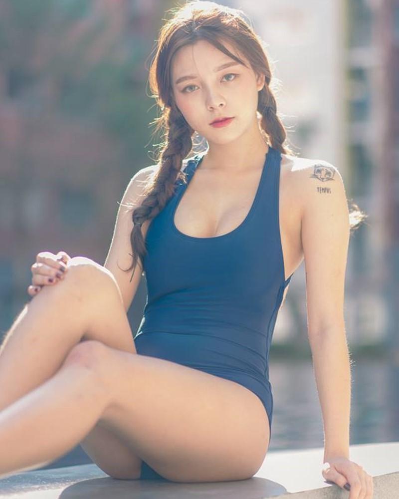 Image-Thailand-Model-Suchada-Pramoulkan-Blue-Monokini-TruePic.net