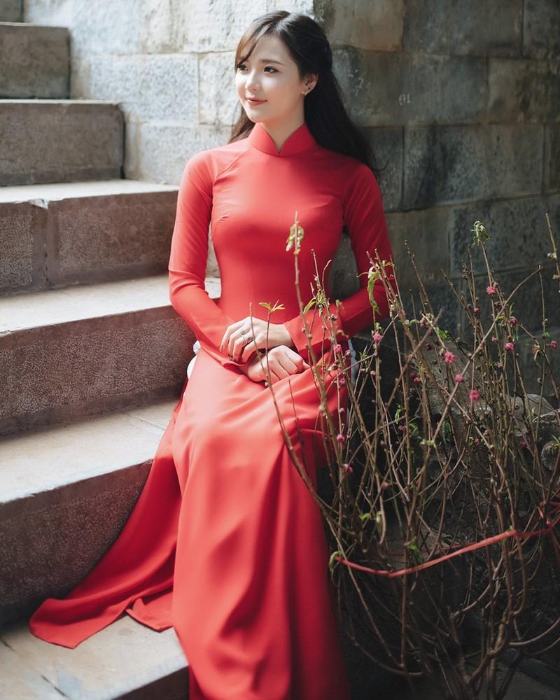 Image-Vietnamese-Model-Beautiful-Girl-and-Ao-Dai-Red-Vietnamese-Traditional-Dress-TruePic.net