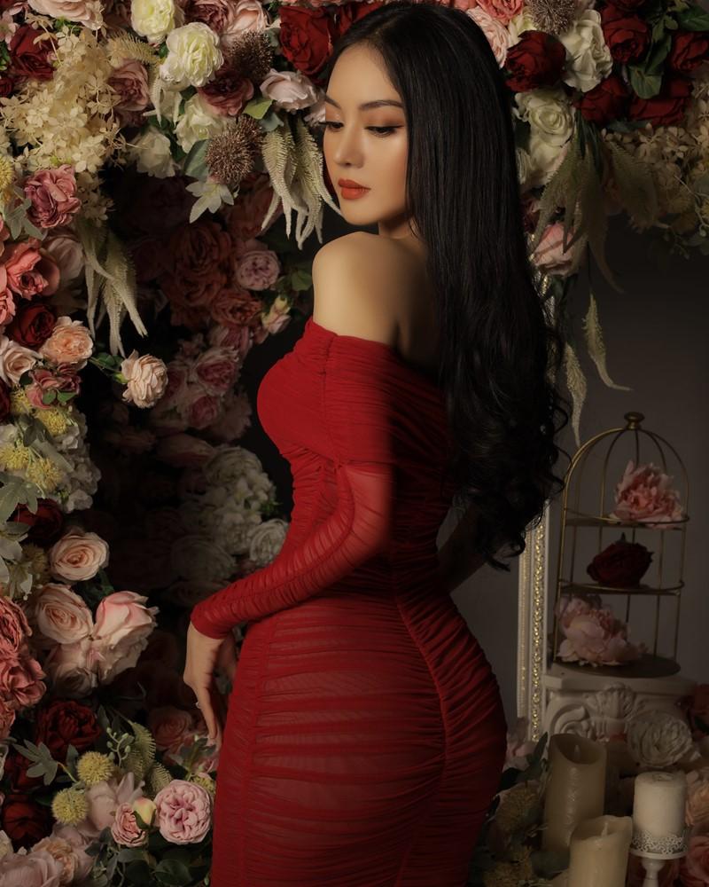 Image Vietnamese Model - Beautiful Girl and Flowers - TruePic.net