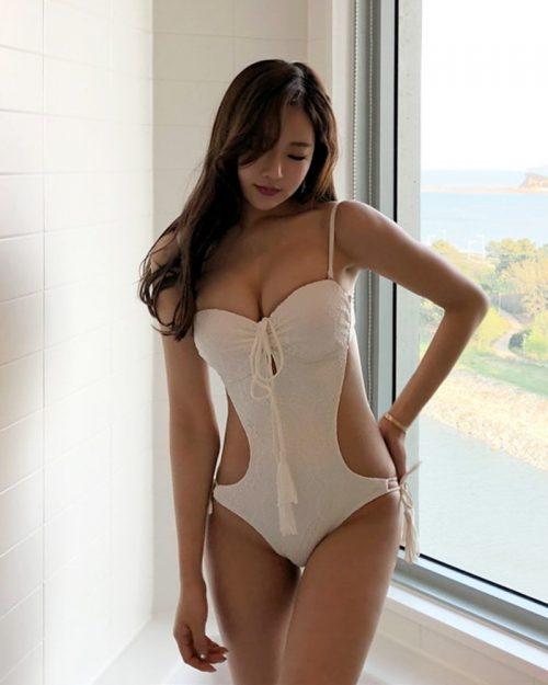 Korean Fashion Model - Kang Eun Wook - White Apple Swimsuit - TruePic.net