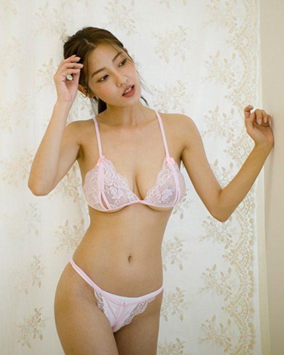 Korean Fashion Model - Jeon Ji Su - Miracle Pink in the Red Sea - TruePic.net