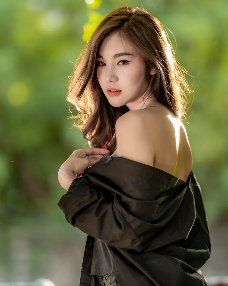 Thailand Model - Jarunan Tavepanya - Beautiful In Black and White - TruePic.net