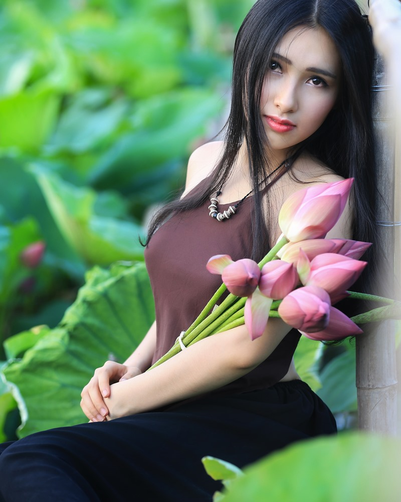 Vietnamese Model - Hong Rubyshi - Beauty Girl and Lotus Flower #1 - TruePic.net