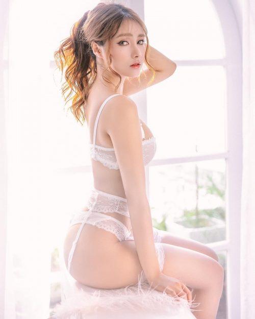 Vietnamese Model - Nguyen Thi Phi Yen - Beautiful Sexy White Lingerie - TruePic.net