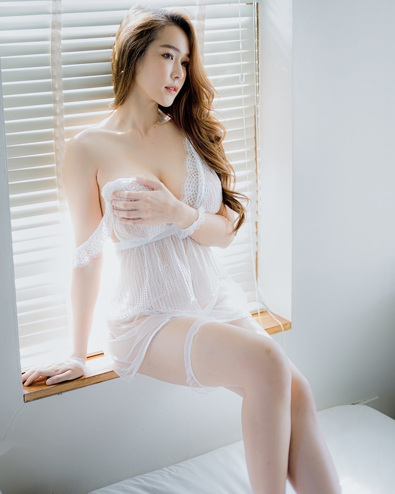 Thailand Model - Mananya Benjachokanant - Beautiful In White - TruePic.net
