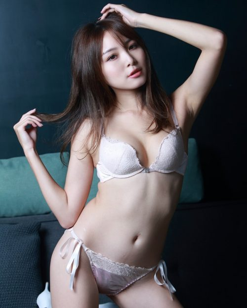Taiwanese Model - Ash Ley - Sexy Girl and White Lingerie - TruePic.net