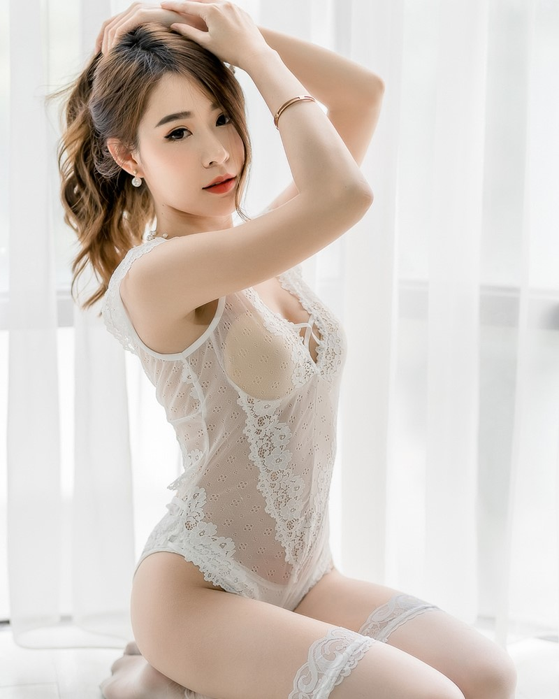 Thailand Hot Beauty Model - Thipsuda Jitaree - White Lace Underwear - TruePic.net